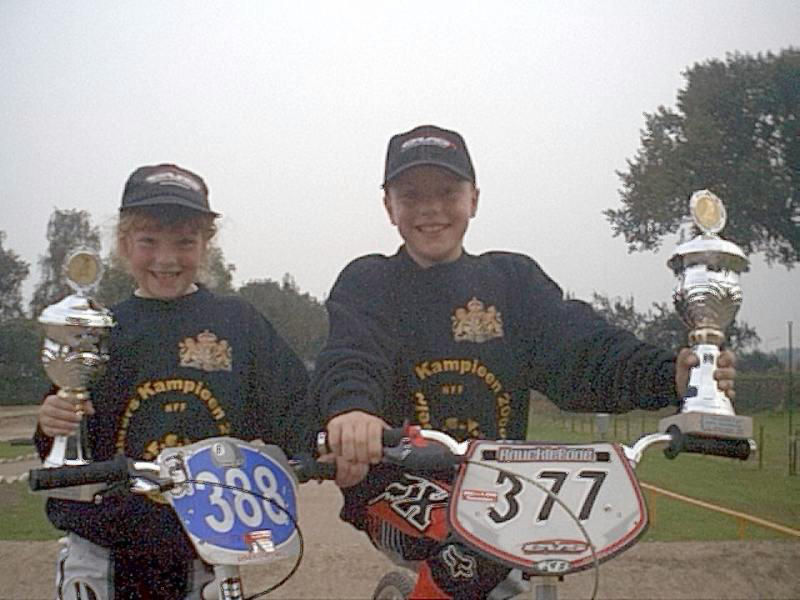 Judy en broer Leon na het behalen van de titel Gelders Kampioen 2000