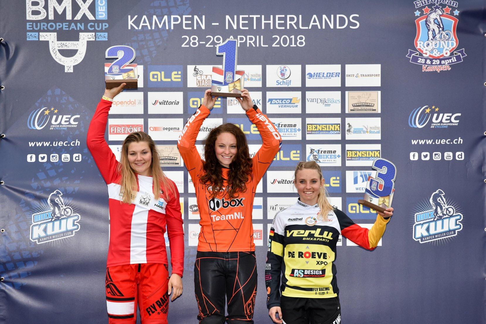Judy Baauw op de eerste plaats op het podium in Kampen