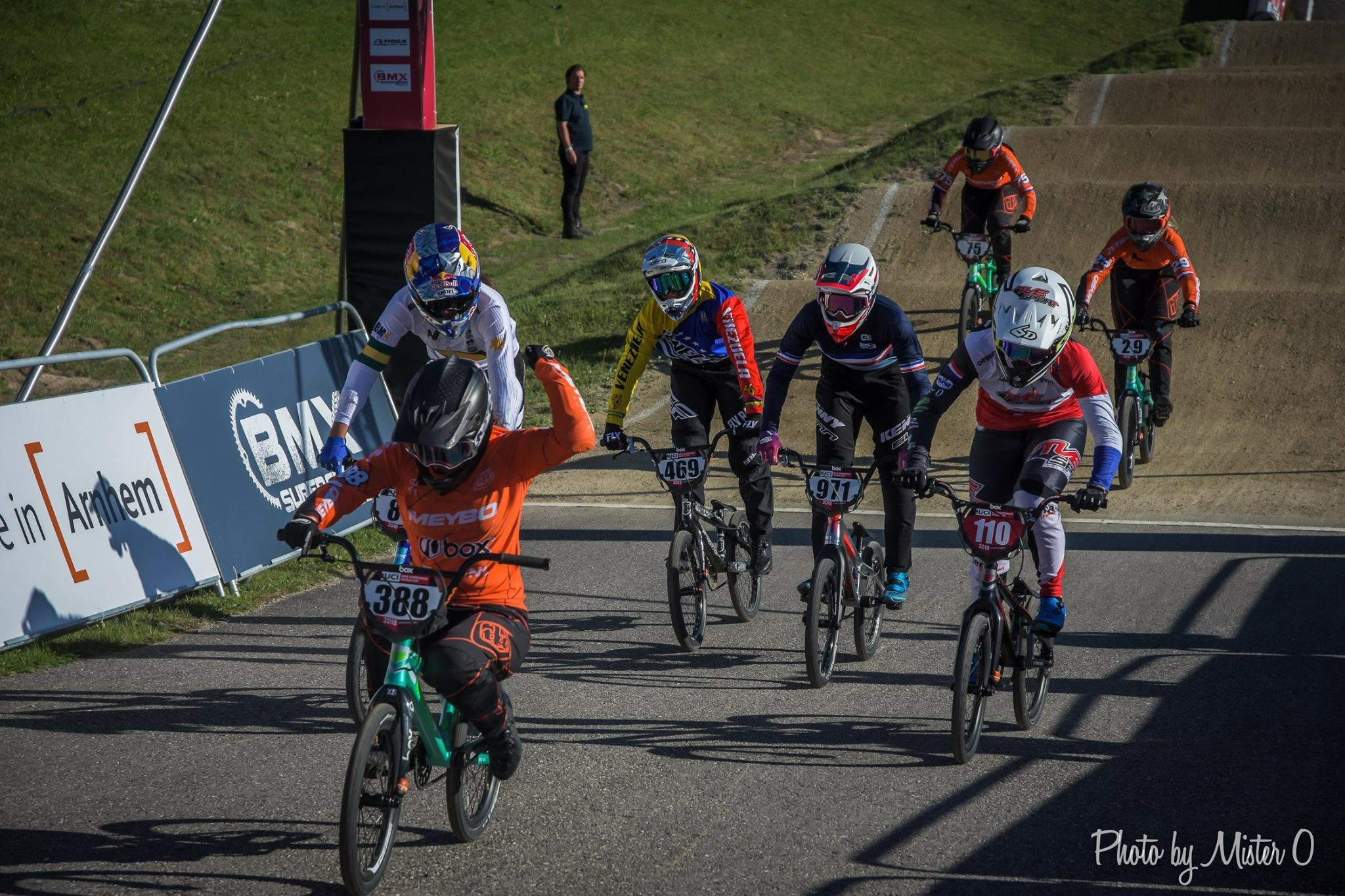 Judy juichend op de finish tijdens de wereldbeker in Papendal